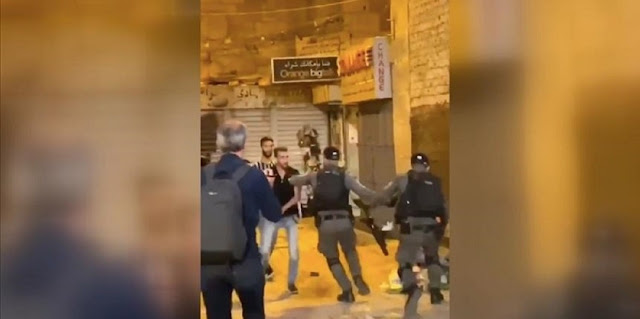 Polisi Israel Serang Warga Palestina Ketika Sholat Di Gerbang Damaskus