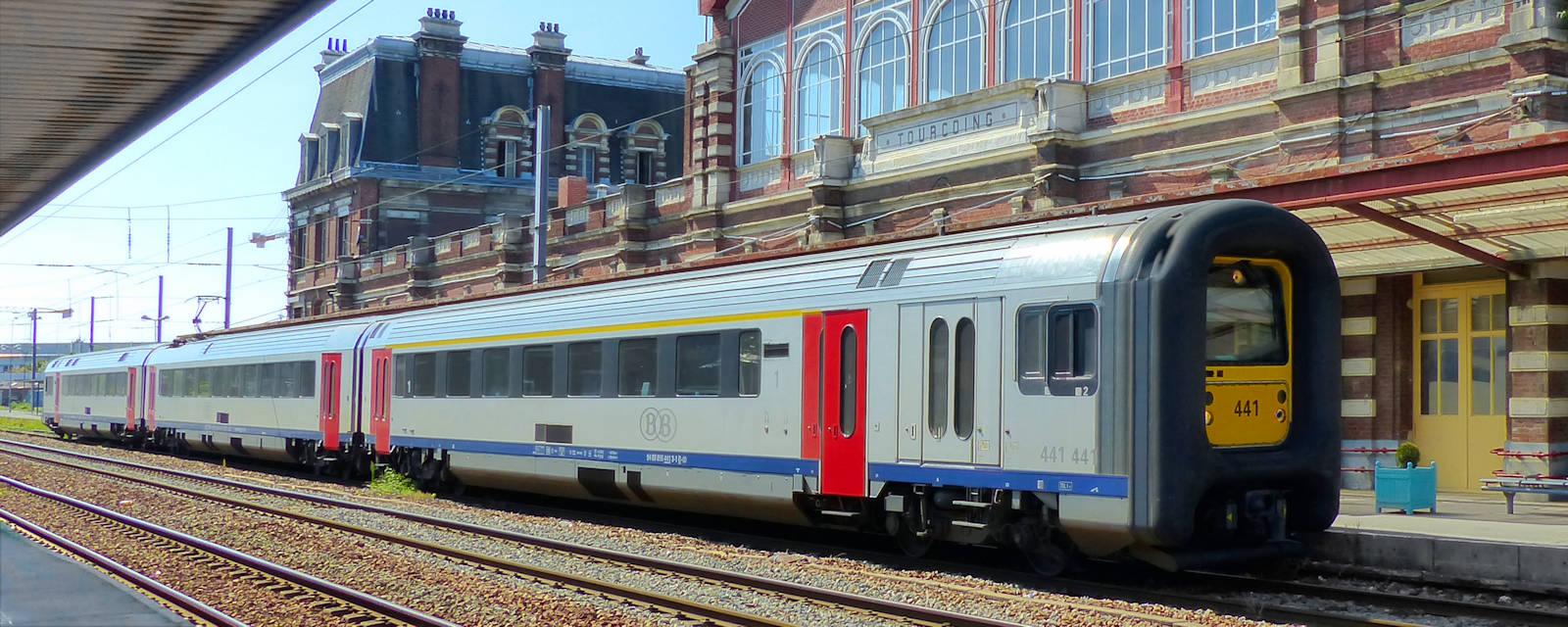 Gare de Tourcoing - Train Express Régional à quai