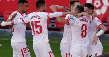 إشبيلية يتغلب علي فياريال بثنائية نظيفة في الدوري الإسباني