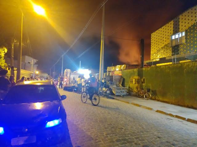 Veja Video do incêndio no Sucatão na rua da feira