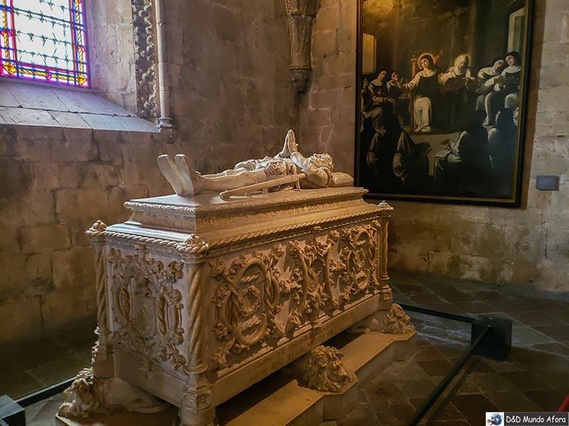 Túmulo de Luis de Camões no Mosteiro dos Jerónimos - O que fazer em Lisboa, Portugal