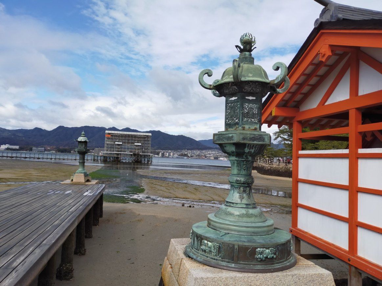 厳島神社から見えるサイボーグ大鳥居。