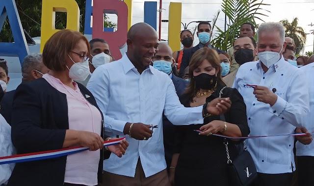 Autoridades de San Cristóbal Inauguran parque recreativo en El Carril