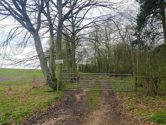 The gate on Stanstead Abbotts footpath 16, mentioned in point 9 above  Image by Hertfordshire Walker released via Creative Commons BY-NC-SA 4.0