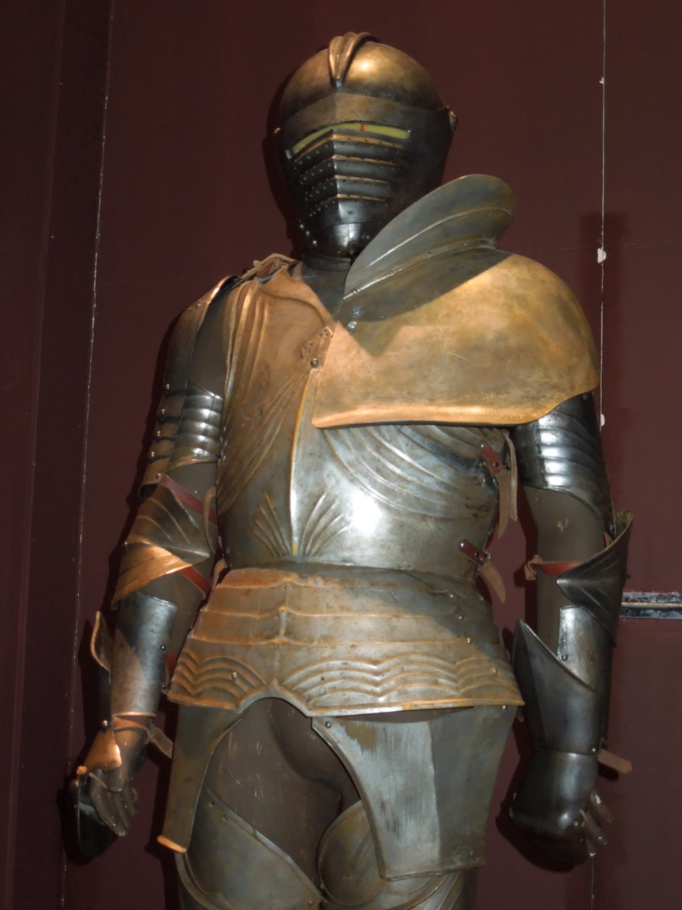 Hollywood Movie Costumes and Props: Stunt suit of armour ...