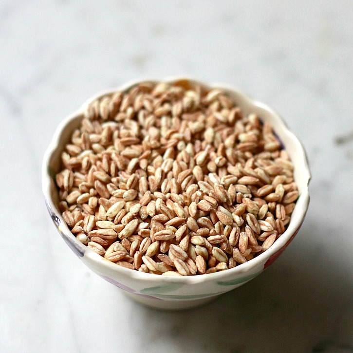 A bowl of uncooked farro.