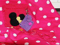 Gratis patroon gehaakt tasje Minnie Mouse met applicatie