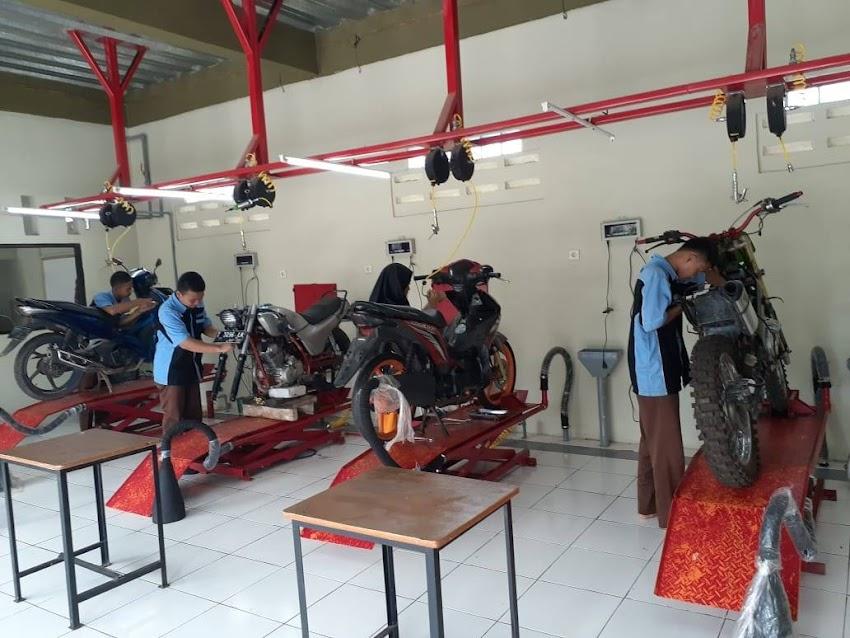 Teknik dan Bisnis Sepeda Motor SMK Lentera Bangsa 2