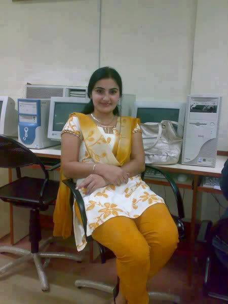 Sexy desi girls shalwar for Desi home pic