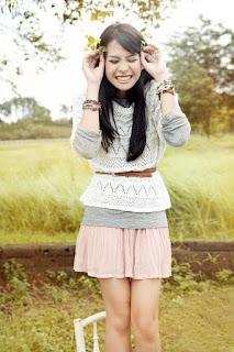 Paha mulus dan putih Penyanyi Cantik Maudy Ayunda