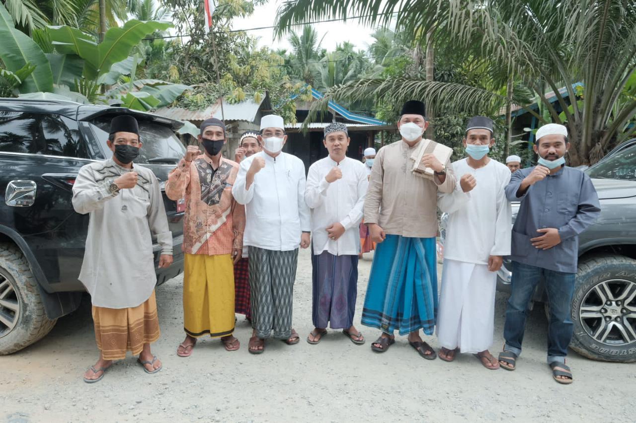 Safari Jum'at Bupati dan Wakil Bupati Salurkan Bantuan 10 Juta Rupiah Untuk Masjid