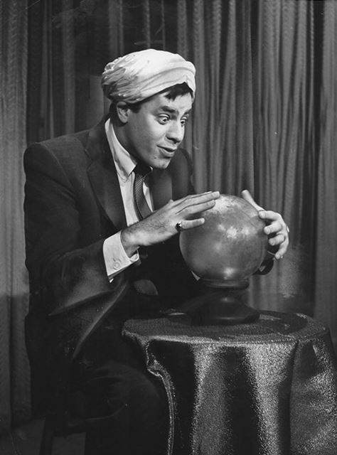 Jerry-Lewis-with-crystal-ball