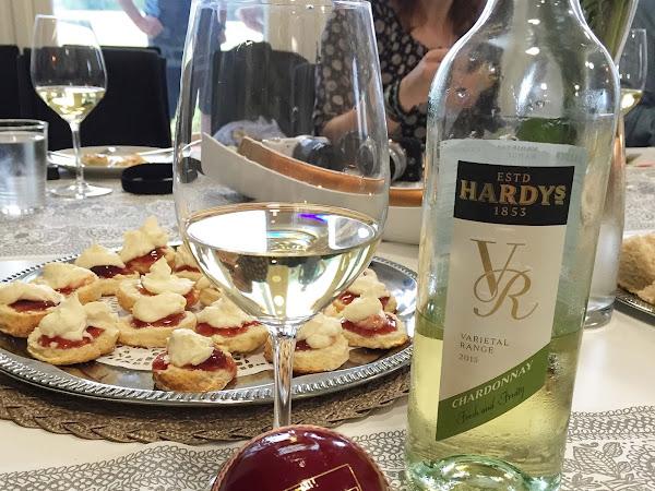Iltapäiväteellä Hardy´s viinien ja kriketin parissa