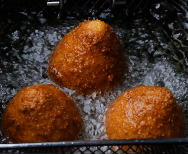 frying the coxinha