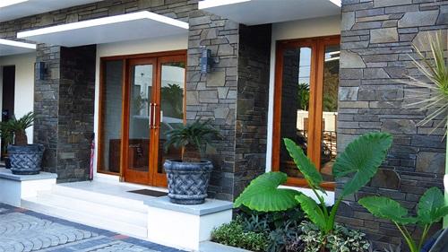 desain teras rumah terbaru dengan batu alam rumah minimalis