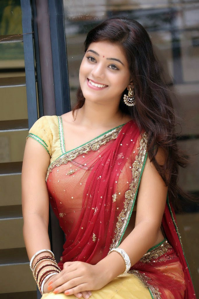 Beautiful Indian Girl In Saree Wallpapers 2017  F7View-9874