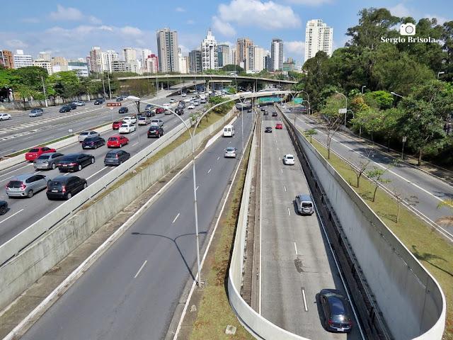 Vista de trecho da Avenida Pedro Álvares Cabral - Ibirapuera - São Paulo