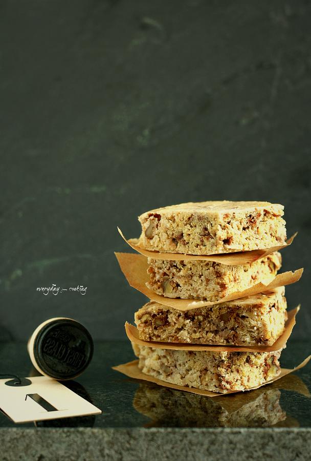 Ciasto z białej fasoli z wanilią i orzechami