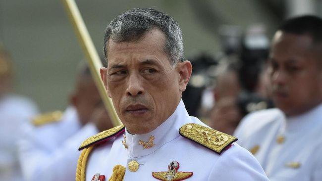 Raja Thailand Pecat Pengawal Kerajaan Karena Berzinah