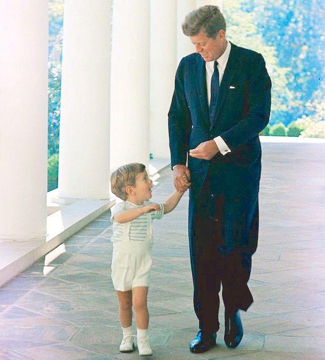 Как Трамп, АНБ, Q, JFK-Кеннеди младший, несмотря ни на что, уничтожили Кабалу. Части 1, 2 JFK%252C%2BJohn%2BJohn%2BWest%2BWing