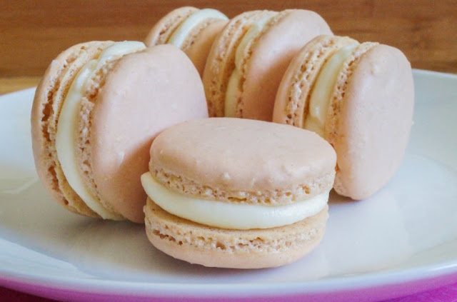 Classic French Macaron with Vanilla Buttercream Filling #cookies #desserts
