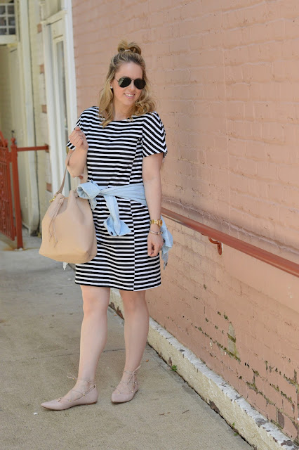 casual-stripe-dress-outfit-idea