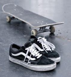 Vans Old Skool. Sepatu Vans Yang Paling Populer f9b93360be