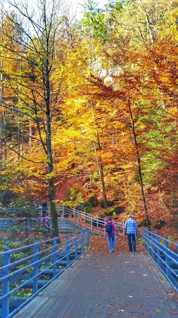 trasa na wodospad Szklarka, barwy jesieni, październik