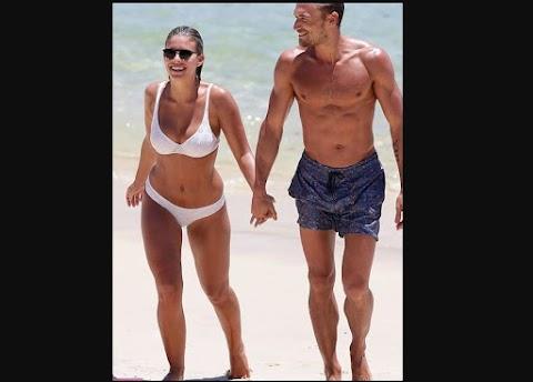 Foto de Natasha Oakley junto a su novio Gilles Souteyrand bikini en Syney