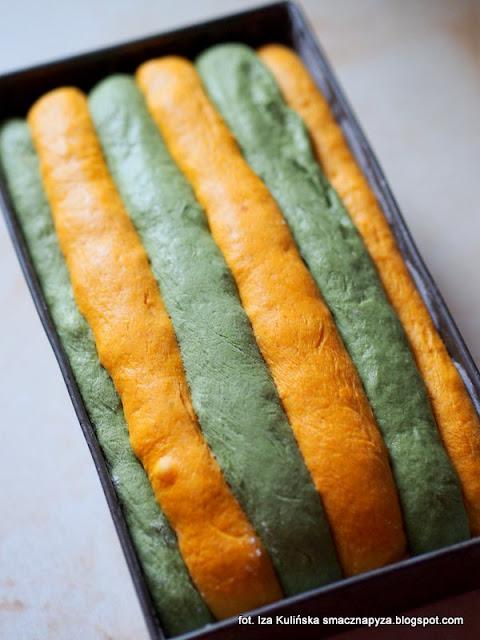 chleb dyniowo szpinakowy, chleb z dynia i szpinakiem, chlebek dyniowy, jak upiec kolorowy chleb, pomysl na dynie, chleb drozdzowy z warzywami, latwy chleb jesienny, chleb szachownica, chlebek w kratke