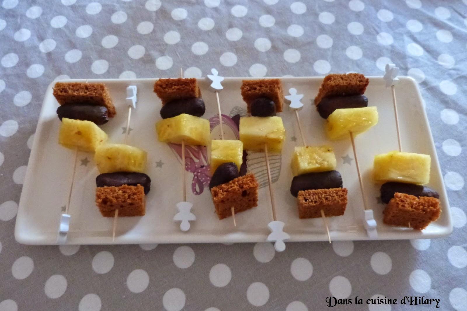 Brochettes apéritives boudin noir, ananas, pain d'épices