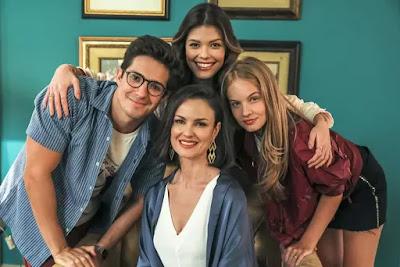 Kyra (Vitória Strada ), Júnior ( Igor Cosso ), Agnes (Carolina Kasting ) e Bia (Valentina Bulc): a família Romantini