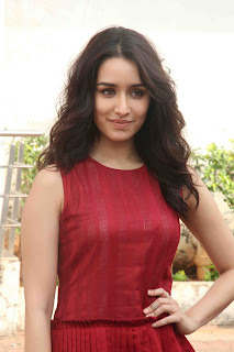 Shraddha Kapoor in Red Sleevless Top and Skirt promoting OK JAANU