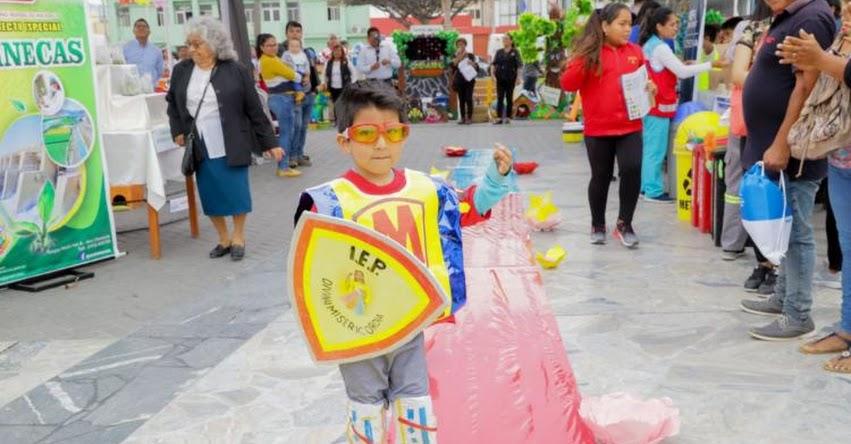 Escolares lucen prendas confeccionadas con material reciclado en Chimbote - Áncash