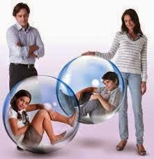 Niñós encerrados en una burbuja