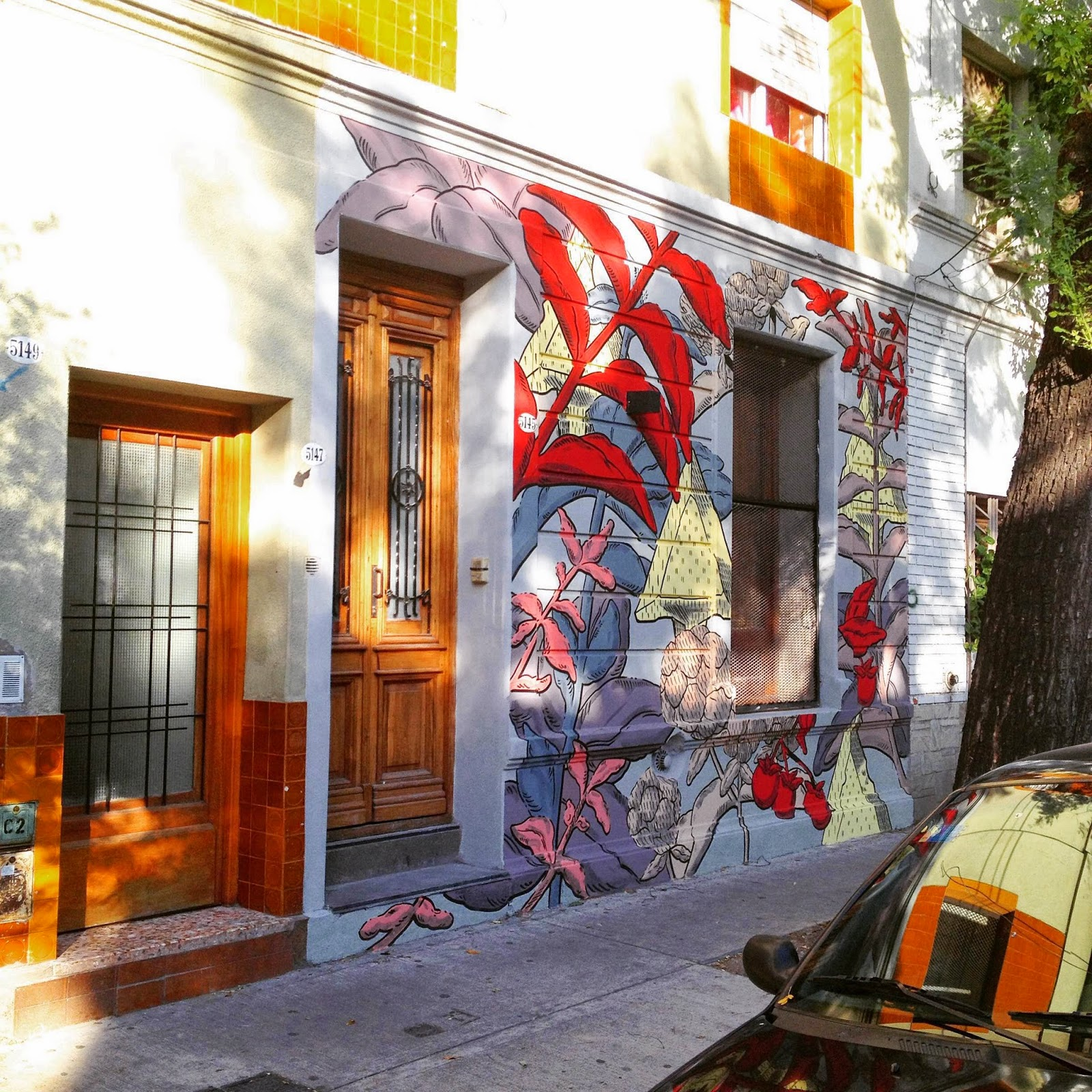 Our friend Pastel is currently traveling through South America where he just finished working on new pieces in Argentina and Uruguay.