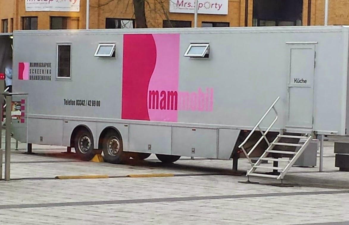 Mammobil für 2 Monate auf dem Bahnhofsplatz Bernau -