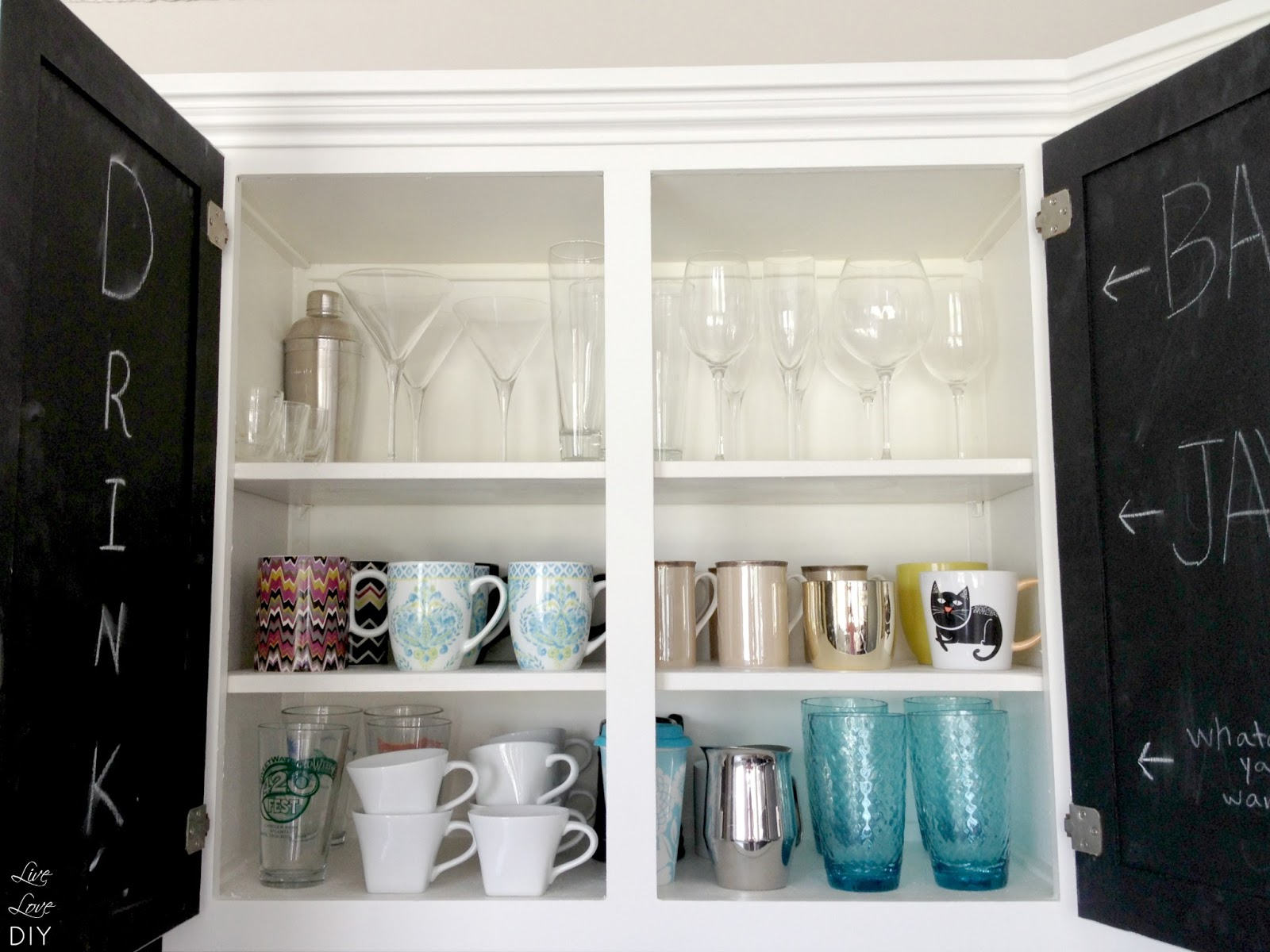 livelovediy my top 10 thrift store shopping tips how to decorate on a budget. Black Bedroom Furniture Sets. Home Design Ideas