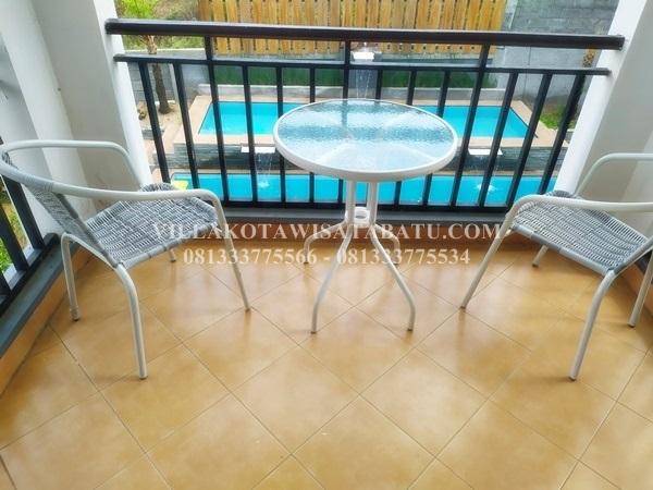 villa batu fasilitas kolam renang