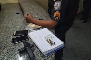 http://vnoticia.com.br/noticia/3938-dois-elementos-presos-com-arma-municoes-e-drogas-em-santa-clara
