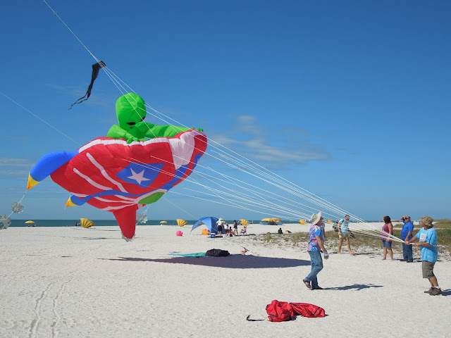 alien on spaceship kite