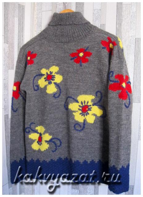 Авторская модель шерстяного свитера с яркими крупными цветами (вариант 2).