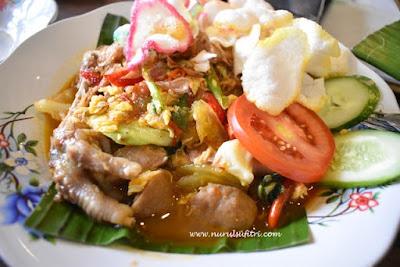 menikmati masakan sunda otentik di restoran kluwih bogor seblak ceker nurul sufitri mom lifestyle blogger kuliner
