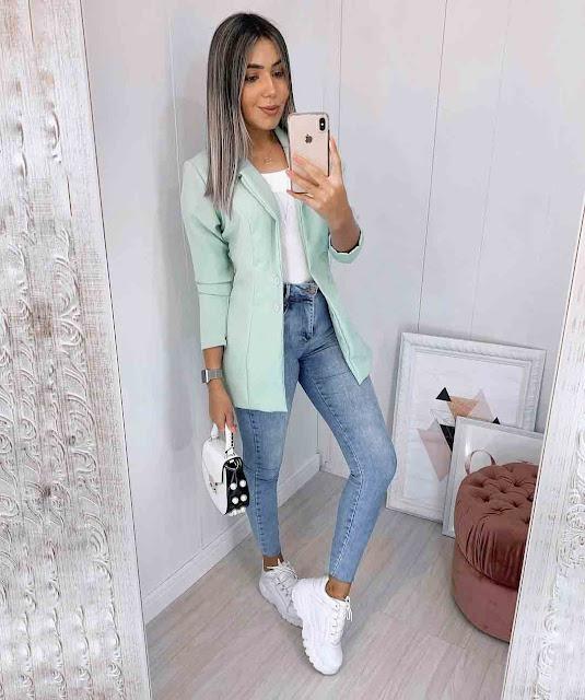 Calça jeans skinny e blazer alongado