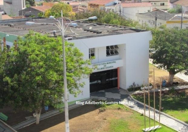 Prefeitura de Delmiro Gouveia poderá gastar mais de R$ 355 mil com  contratação de empresas para confecções  de camisas  personalizadas