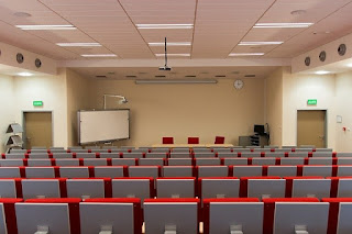 6 Perbandingan Antara Kuliah di Universitas Negeri Dengan Swasta