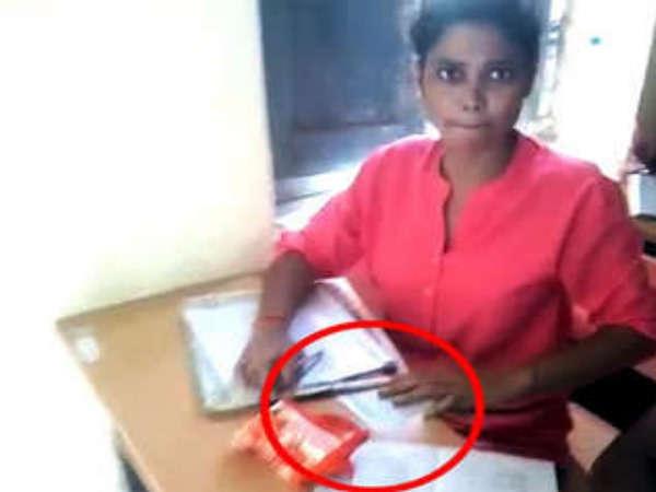 बिहार में  लॉयर बनने के लिए तोड़ा कानून, परीक्षा में बही नकल की गंगा...