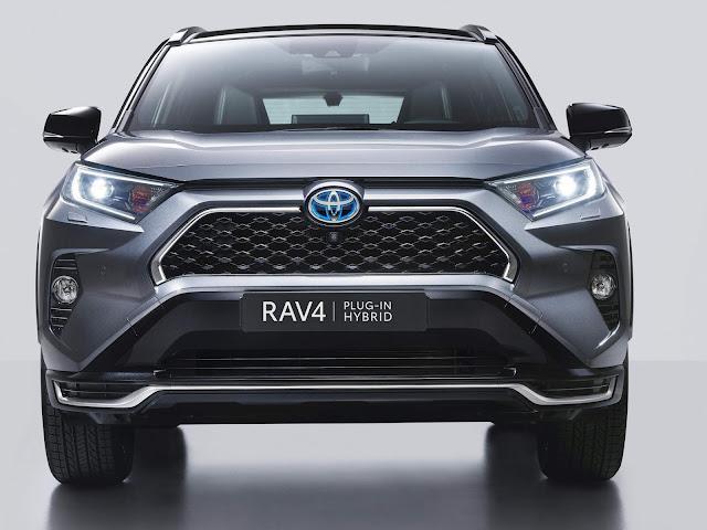 Toyota RAV4 Plug-in Hybrid é mais rápido que um Golf GTI
