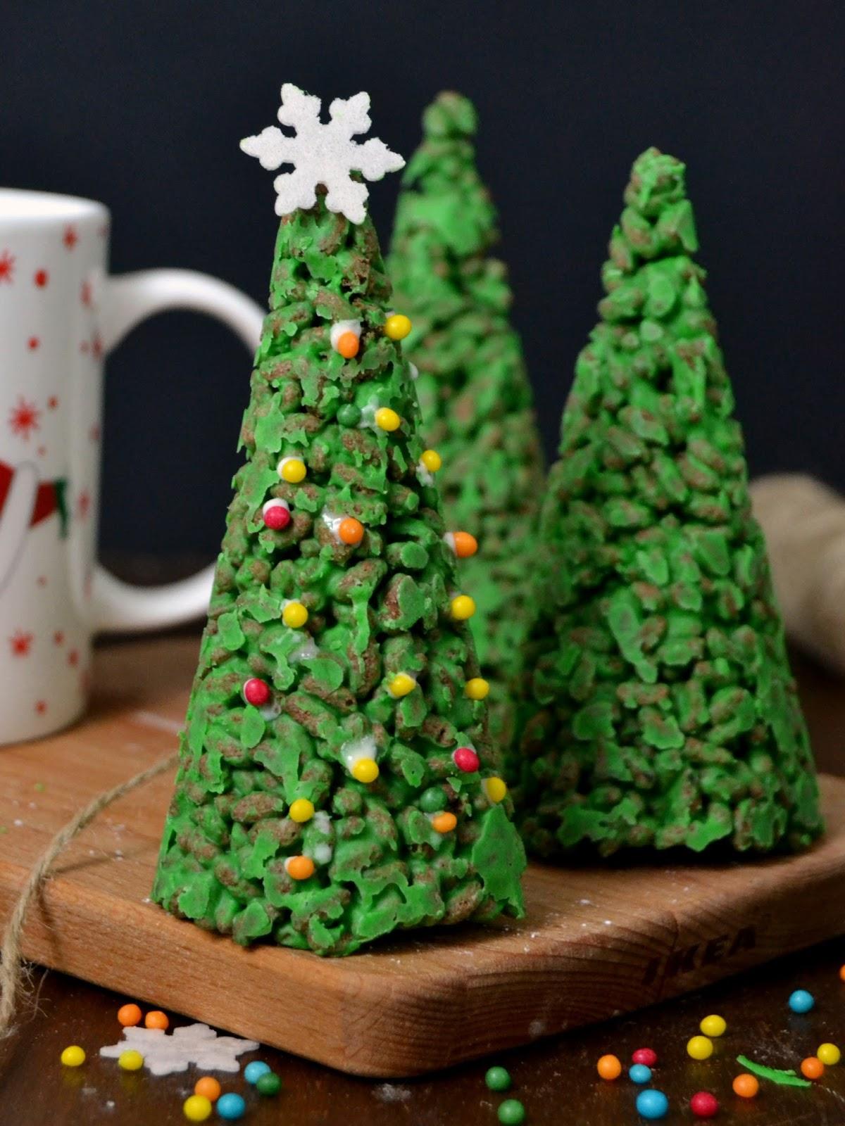rboles de navidad de chocolate blanco y arroz inflado Cuuking