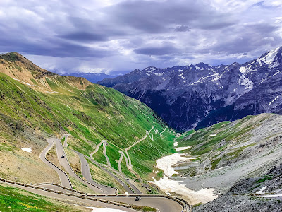 Stelvio pass full carbon road bike rental in Bormio and Prato allo Stelvio Italy pass, open, close, carbon, road, bike, rental, Aprica, Bernina, Forcola, Foscagno, Gavia, Maloja, Mortirolo, S.Marco, Umbrail, Spluga, Stelvio, Valico del Gallo, Tunnel Munt La Schera,